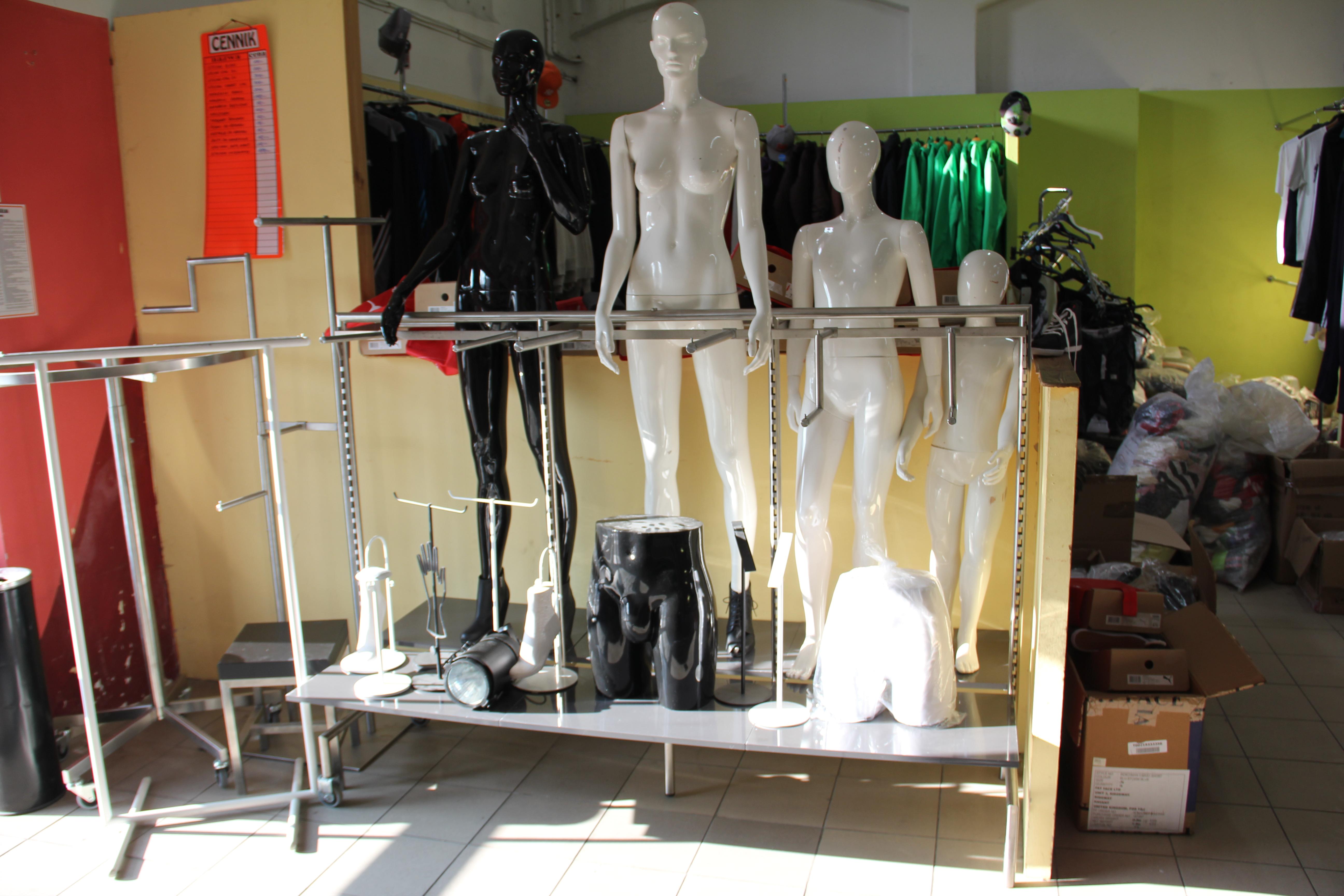 Nietypowy Okaz meble wyposażenie sklepu odzieżowego SE76